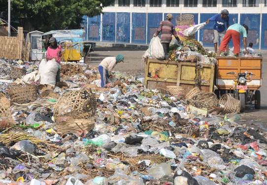 Perilaku-Manusia-yang-Konsumtif-dan-Banyak-Menggunakan-Plastik-Bisa-Mengancam-Lingkungan
